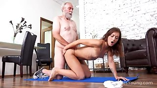Cutie tastes go out of one's way to old at bottom the floor