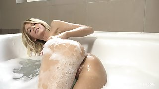 Solo blonde beauty acts slutty in the warm bath